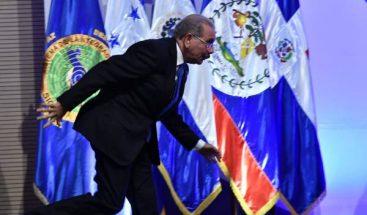 Presidente Medina tropieza al inicio de la 51 reunión del SICA
