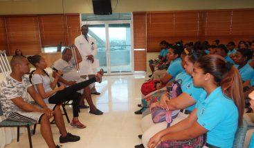 Hospital Ney Arias Lora orienta a jóvenes como evitar los choques de tránsito