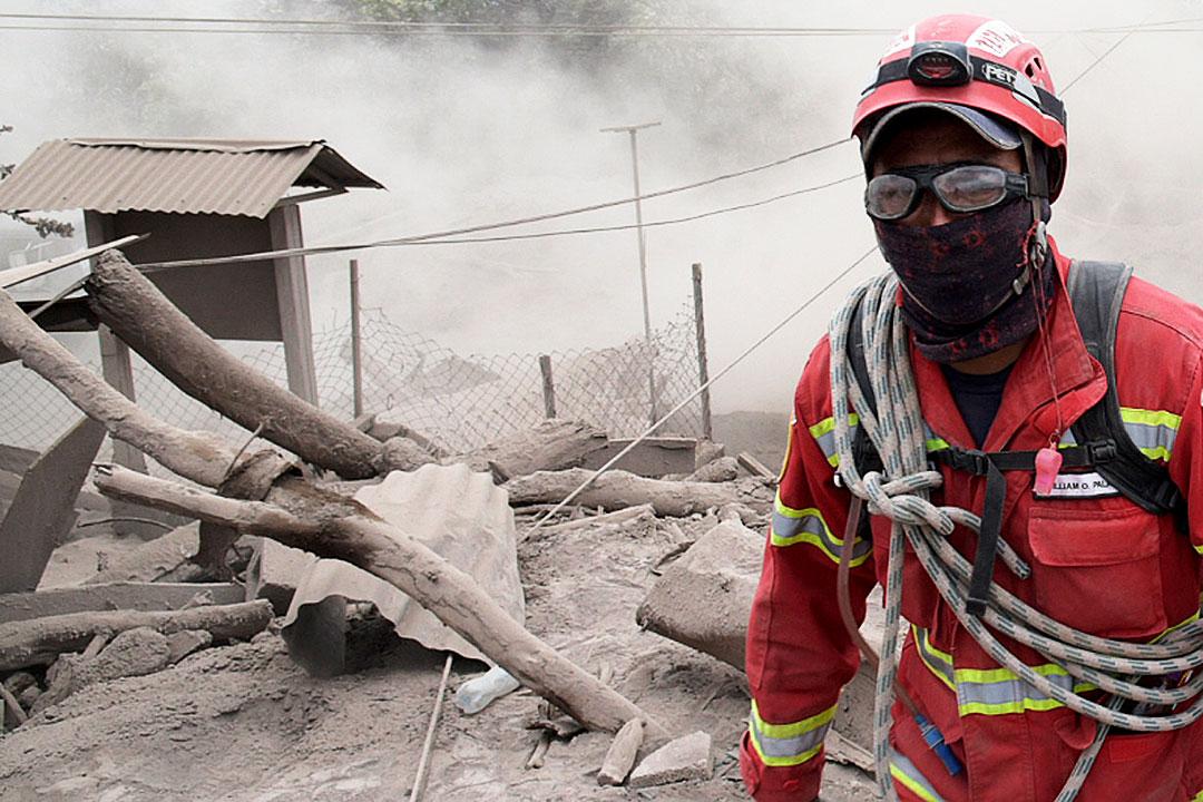 Sigue búsqueda de desaparecidos por erupción que deja 75 muertos en Guatemala
