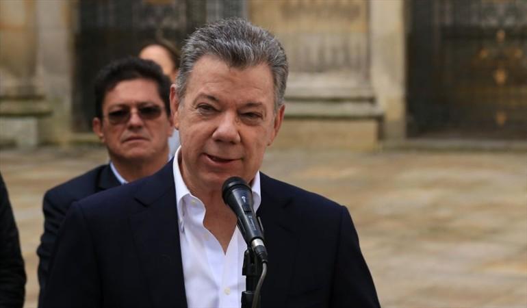 Santos afirma que solución a la crisis venezolana implica la salida de Maduro