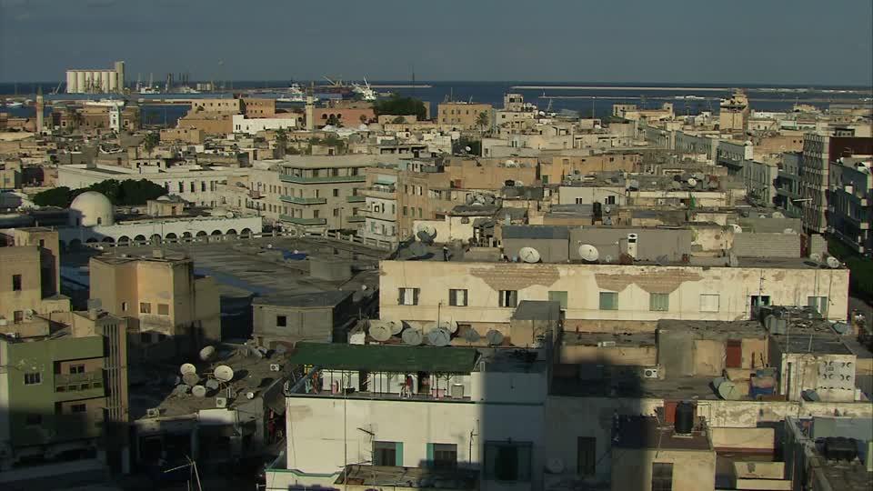 Guardacostas libios interceptan en un solo día 538 migrantes en botes de goma