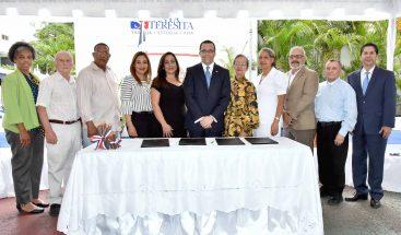 Educación firma acuerdo para incorporar 15 colegios cristianos al sector público