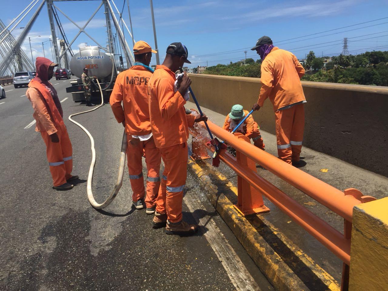 Ministerio de Obras Públicas interviene los principales puentes del DN