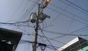 Avería eléctrica mantiene atemorizados a moradores de Villa Duarte