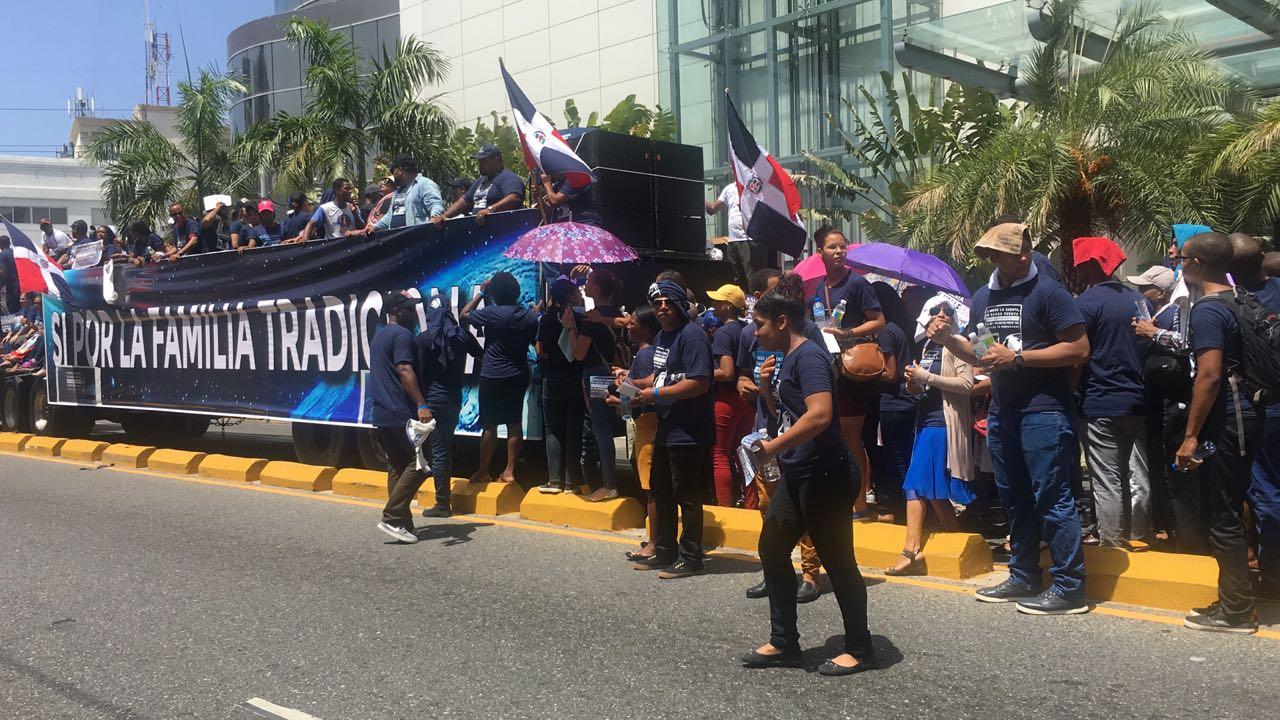 Evangélicos marchan en contra de la corrupción y otros males que afectan al país
