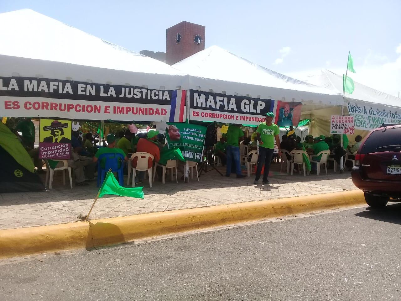 Colectivo Marcha Verde continúa protesta frente a la Procuraduría