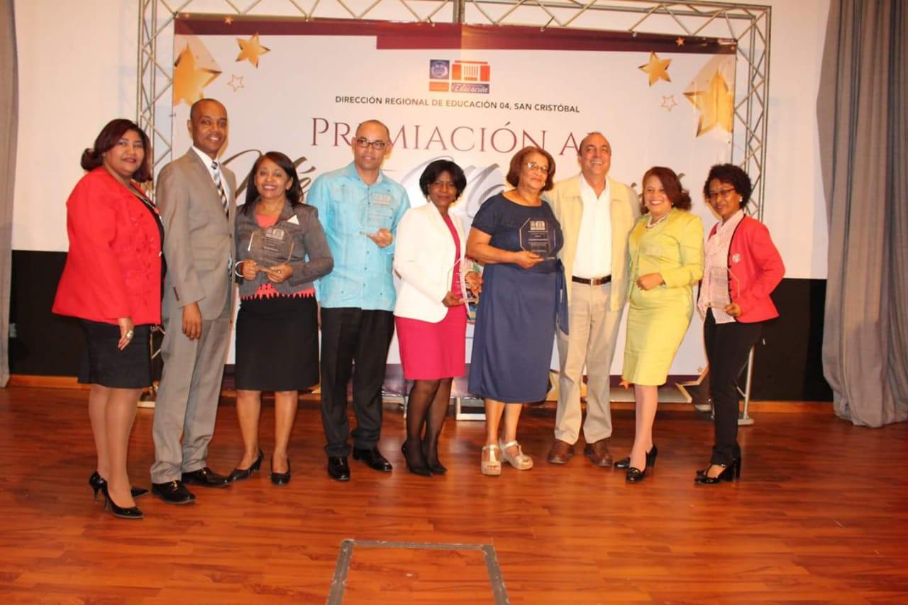 Regional de Educación en San Cristóbal reconoce maestros meritorios