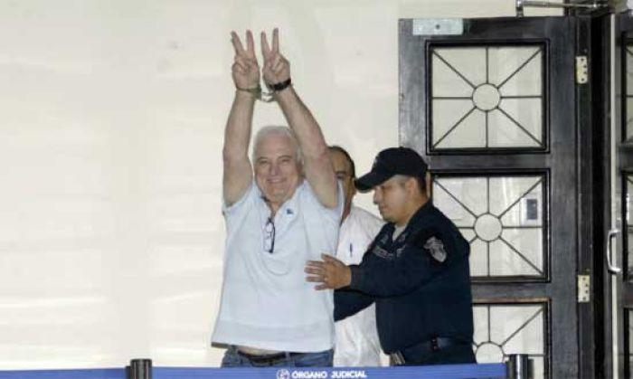 Martinelli es trasladado de nuevo a prisión tras salir de hospital en Panamá