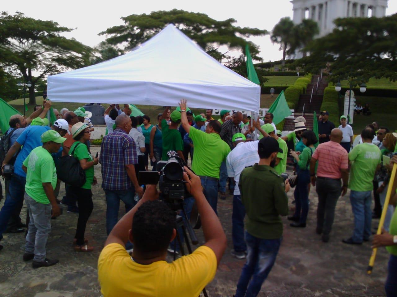 Marcha Verde levanta carpa en área monumental luego de atropellos