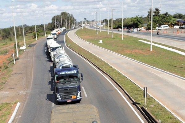 El mayor puerto de Brasil retoma actividades tras huelga de camioneros