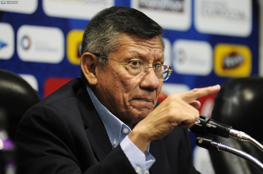 Prohíben salir del país al presidente de la Federación de Fútbol de Ecuador