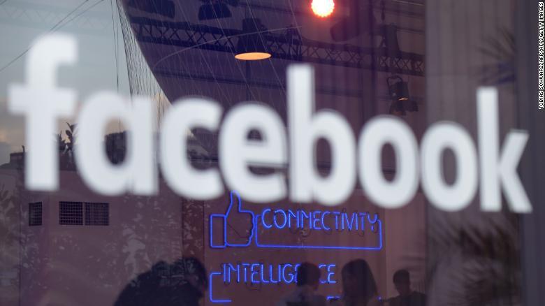 Facebook envía cargos de segunda fila a hablar de Cambridge Analytica en PE