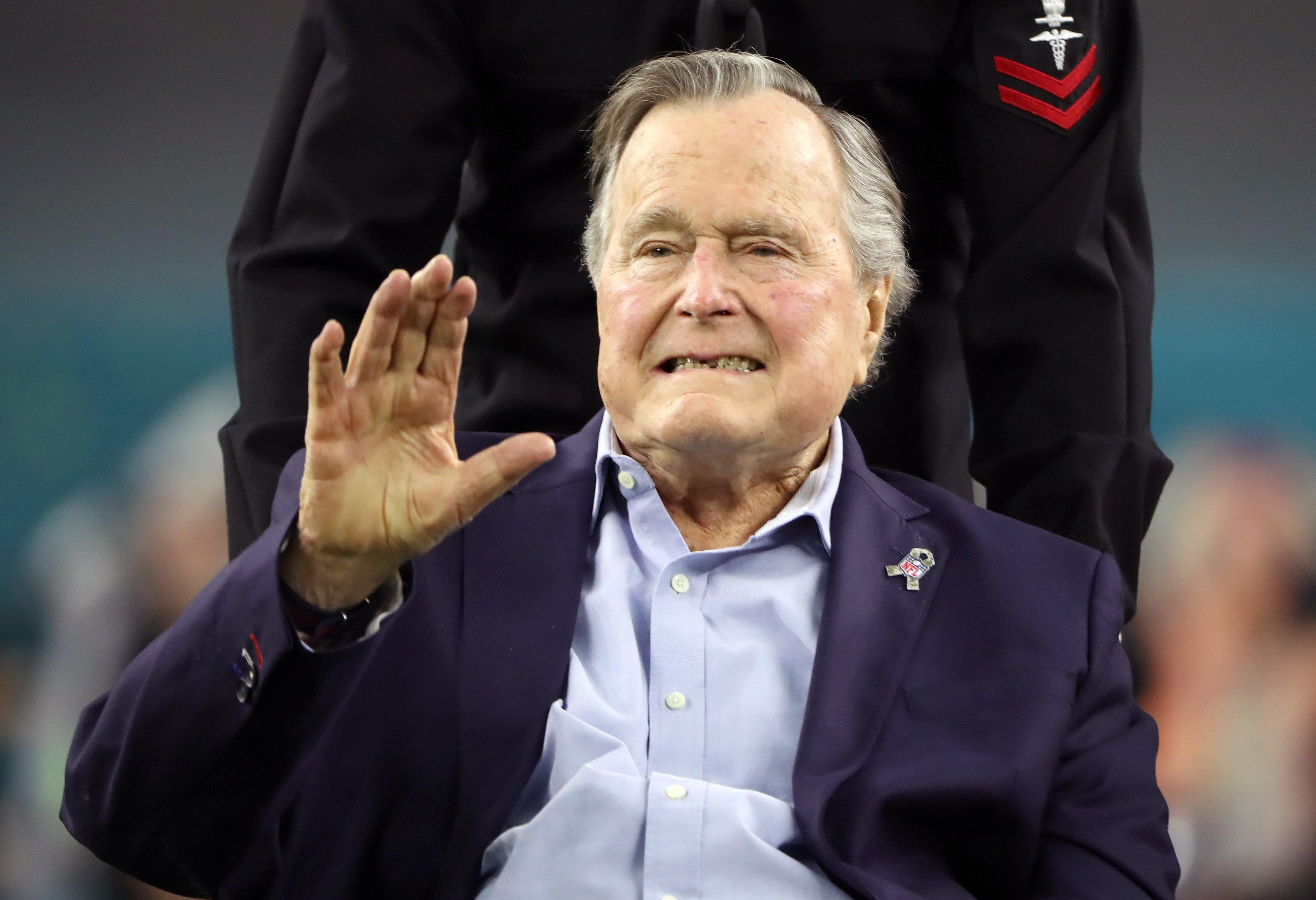 Dan de alta a Bush padre tras ser tratado por baja presión arterial