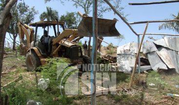 Decenas de familias fueron desalojadas de la comunidad Don Panchito en Los Girasoles