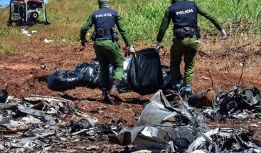 Encuentran los restos del avión desaparecido con 10 personas en Kenia