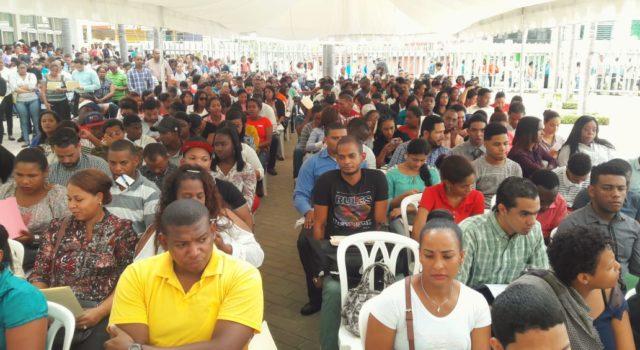 Alcaldía de SDE realiza feria de empleos