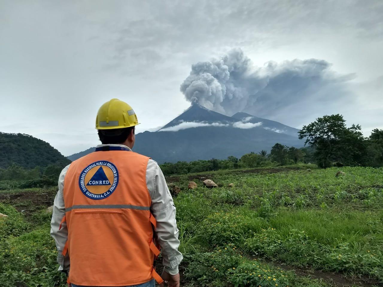 El volcán de Fuego en Guatemala inició hoy una nueva erupción