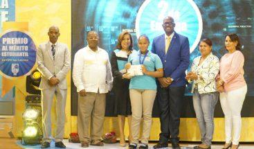ASDE reconoce excelencia académica de estudiantes del distrito municipal de San Luis