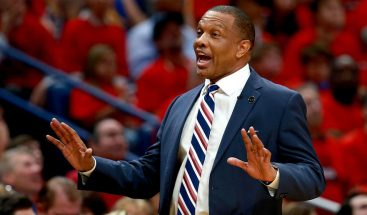 Pelicans dan al entrenador Gentry dos años de extensión de contrato