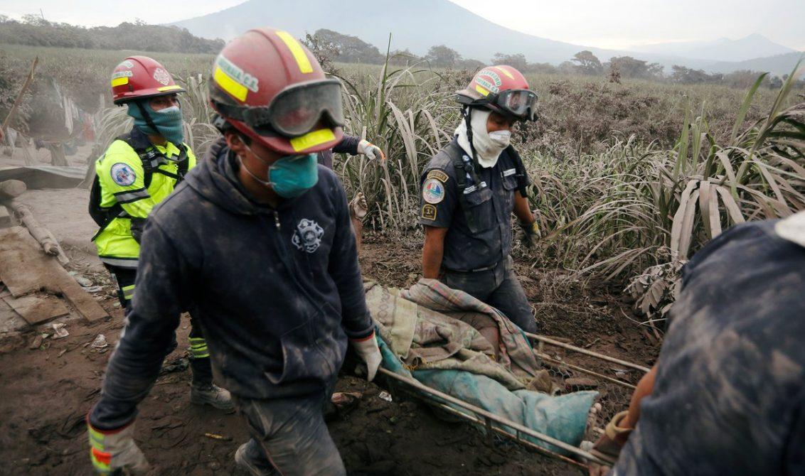 Suben a 75 los cuerpos identificados de víctimas de erupción en Guatemala