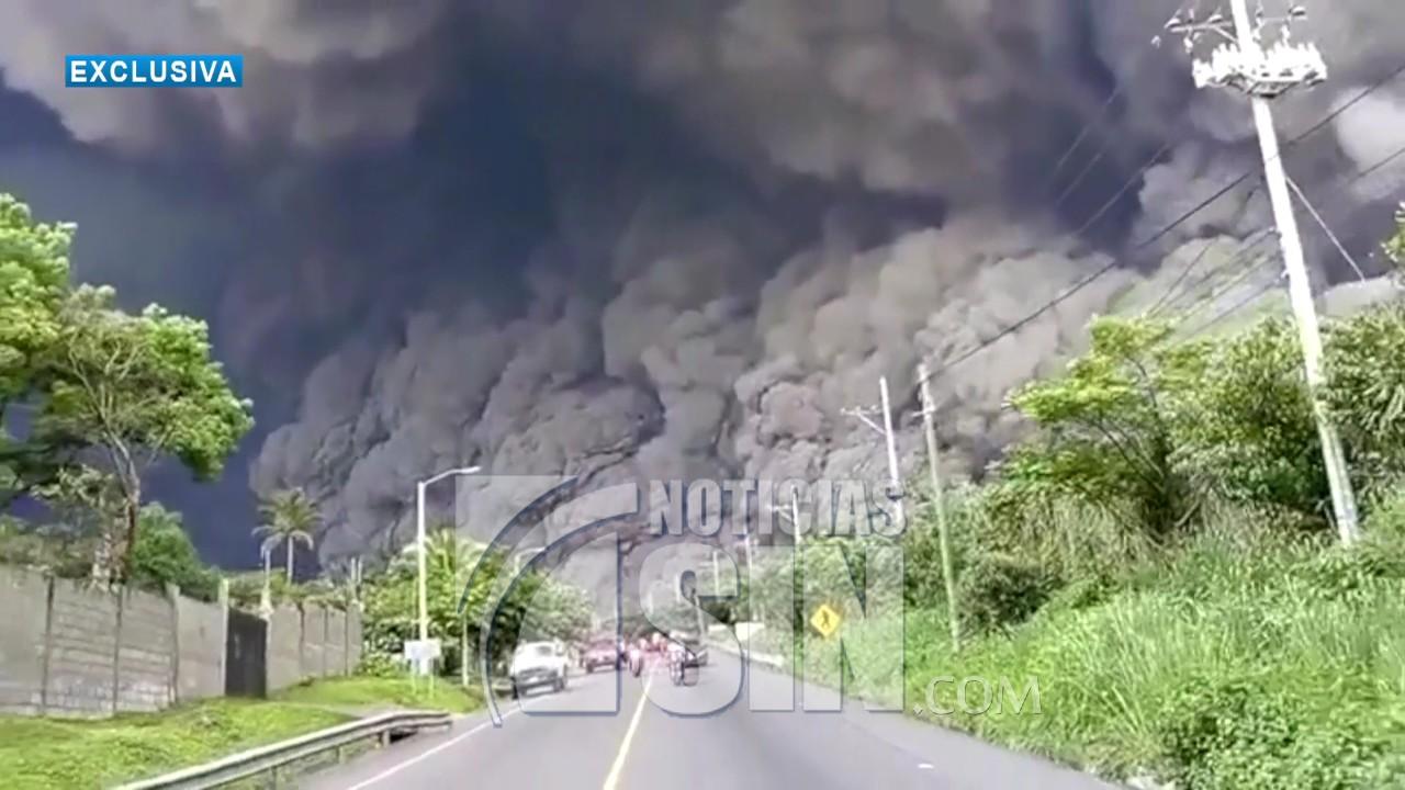 Volcán de Fuego sigue con explosiones y alertan sobre descenso de avalanchas