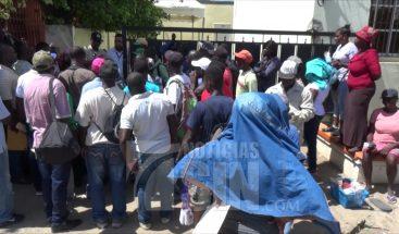 Disminuye filas de haitianos en oficina de regularización en Dajabón