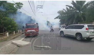 Desalojo termina a tiros y bombazos en La Vega