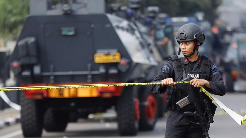Desconocidos abren fuego contra un avión cuando aterrizaba en Indonesia