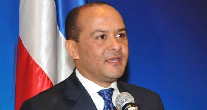 Presidente Medina nombra embajador en China