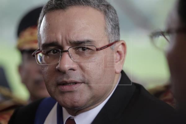 Justicia salvadoreña comienza persecución internacional a expresidente Funes