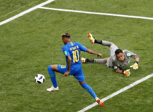 Musa firma doblete y Neymar se estrena