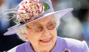 Reina Isabel II conmemora los 65 años de su coronación
