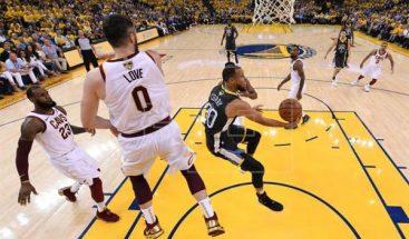 122-103. Curry explota con nueve triples y los Warriors se colocan con 2-0