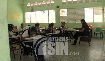 Profesores en su día tienen opiniones encontradas con respecto a iniciativas del MINERD