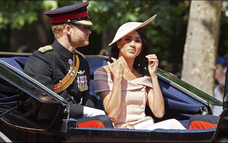 El príncipe Enrique y Meghan presencian los desfiles en honor de Isabel II