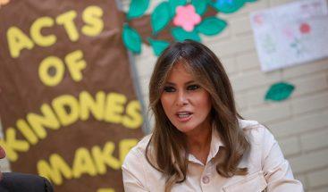 Melania Trump visita a los niños migrantes detenidos en la frontera con México