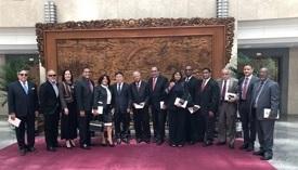 Oficiales del gobierno chino reciben delegación de ejecutivos de medios dominicanos