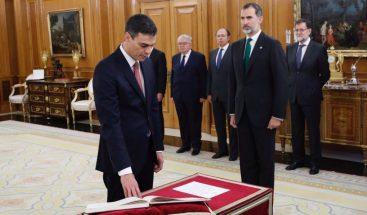 El nuevo presidente del Gobierno de España promete su cargo ante Felipe VI