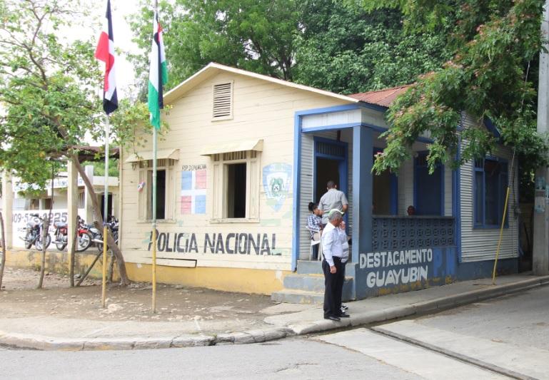 Policía tras la búsqueda de hombre que escapó de cuartel Guayubínen Montecristi