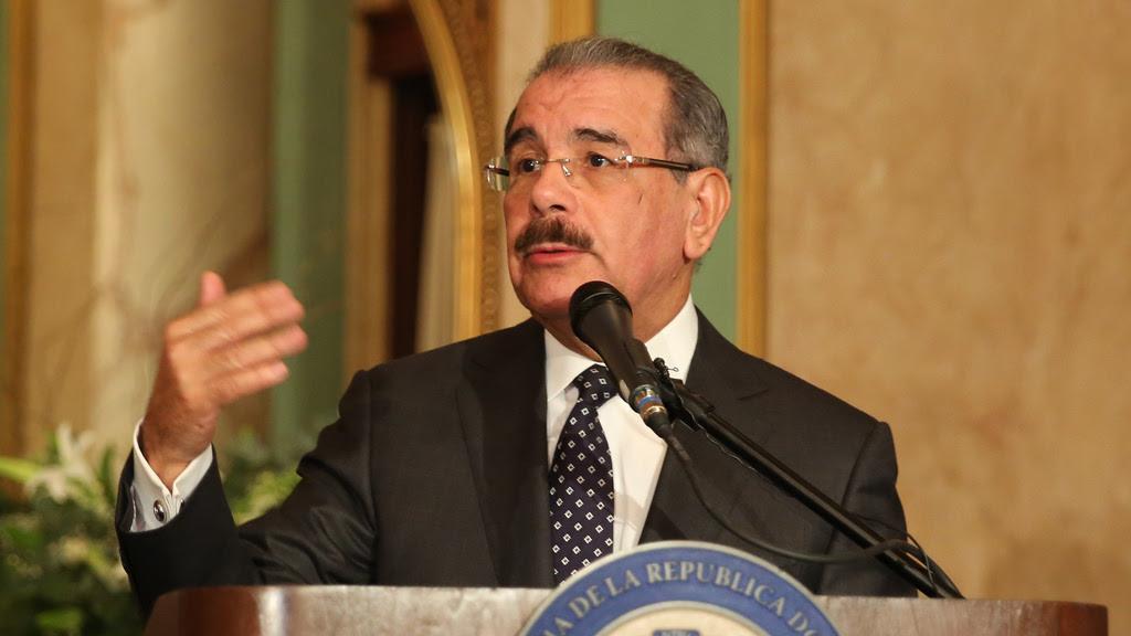 Presidente Medina crea Comisión de Delimitación de Fronteras Marítimas