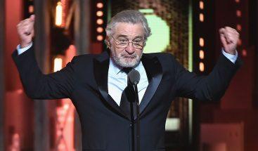Robert De Niro insulta a Trump durante los premios Tony y recibe una gran ovación