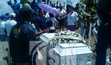 Sepultan restos de mujer asesinada durante asalto a joyería de la Zona Colonial