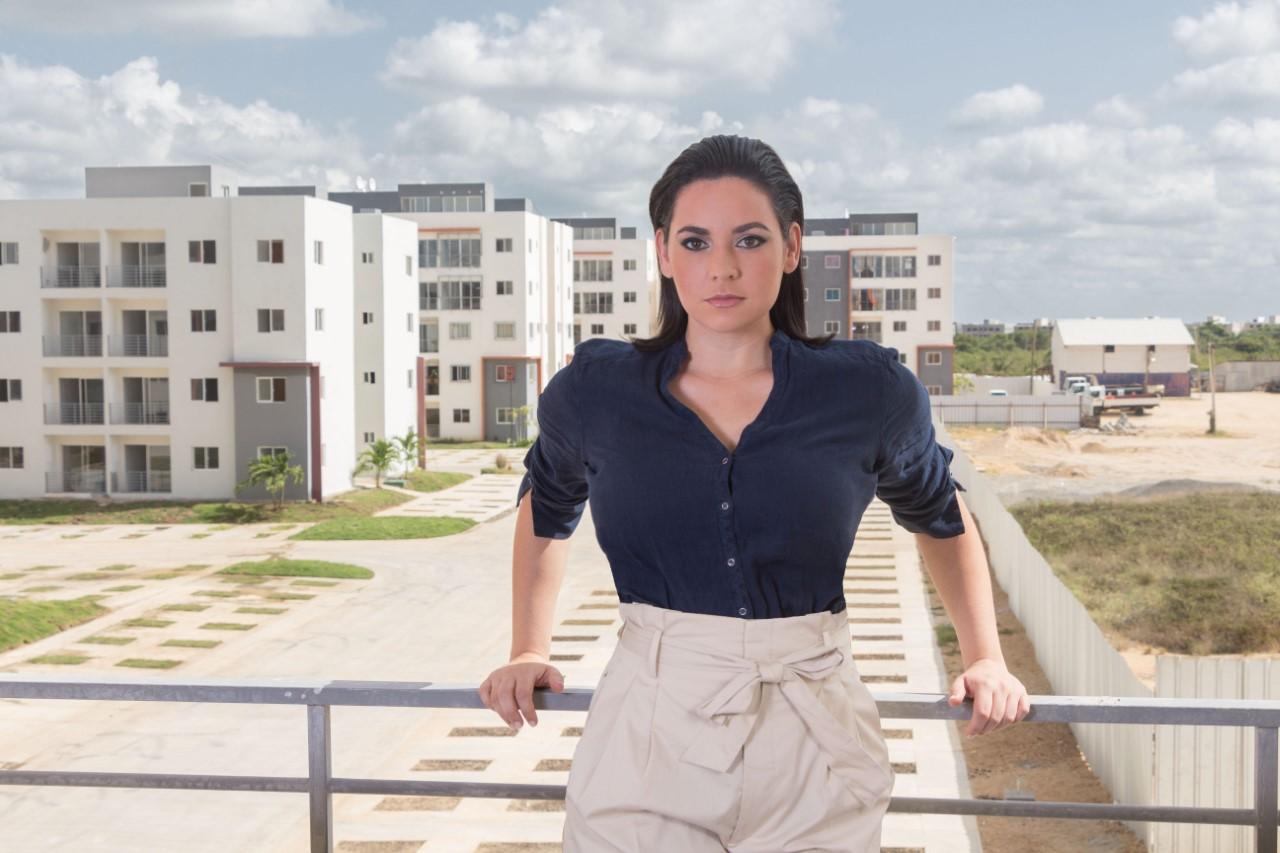 Reconocen arquitecta Marcelle Martínez Bonetti por aportes a vivienda de bajo costo
