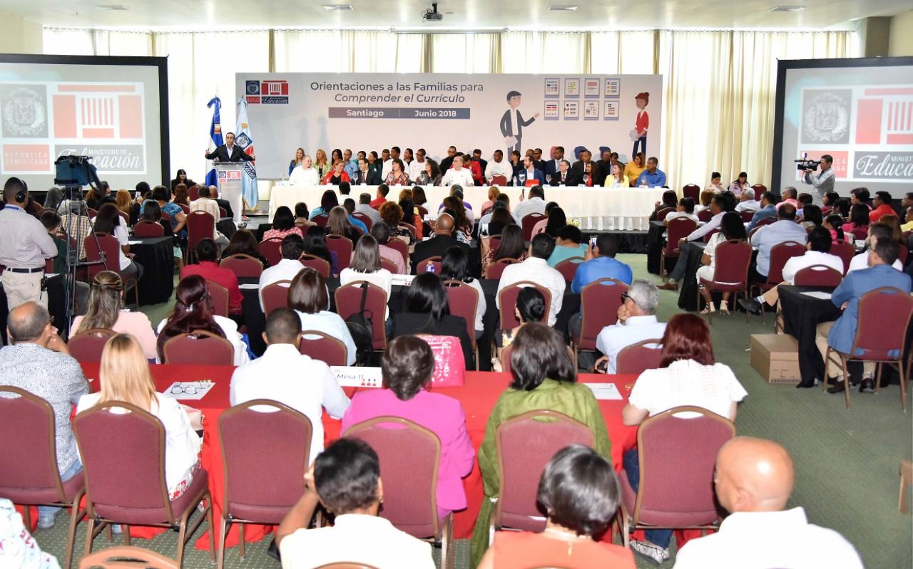 Andrés Navarro garantiza derechos de las familias a la información y participación en las escuelas
