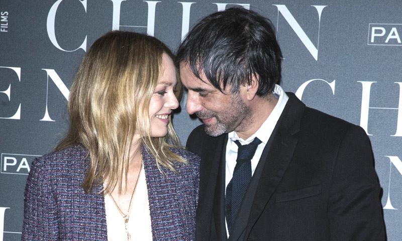 La cantante Vanessa Paradis se casa con el escritor Samuel Benchetrit