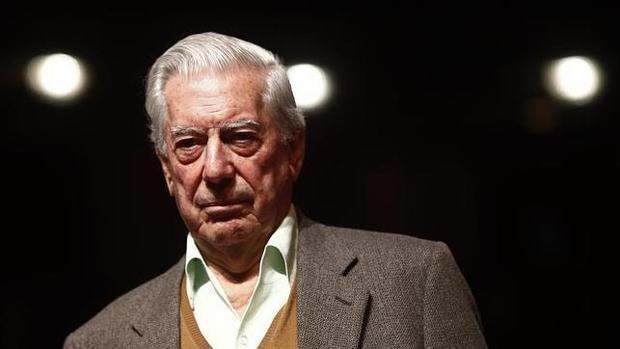 Vargas Llosa recibe el alta hospitalaria tras sufrir una caída en su casa