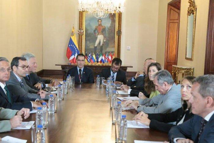 Gobierno venezolano entrega nota de protesta a embajadores UE por sanciones