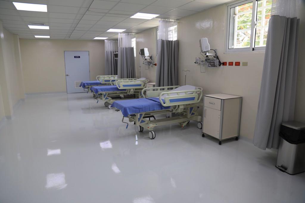 Presidente Medina entrega hospital en Valverde