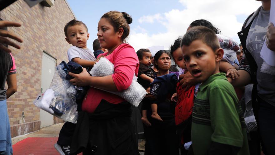 EE.UU. reúne a 57 niños menores de 5 años con sus padres y deja 46 en espera