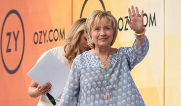 Internautas hallan un 'botón de emergencia' en el pecho de Hillary Clinton